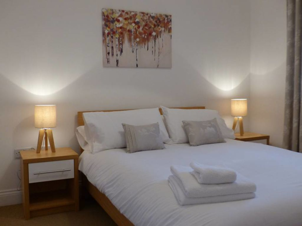 image 6 furnished 2 bedroom Apartment for rent in Basingstoke and Deane, Hampshire