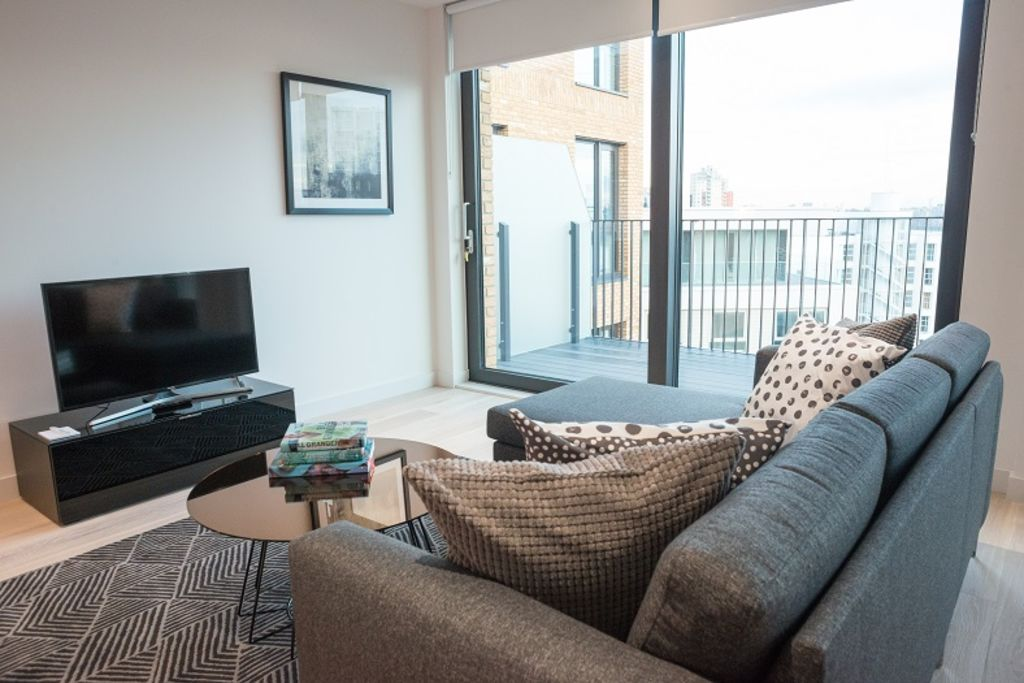 image 7 furnished 2 bedroom Apartment for rent in Silvertown, Newham