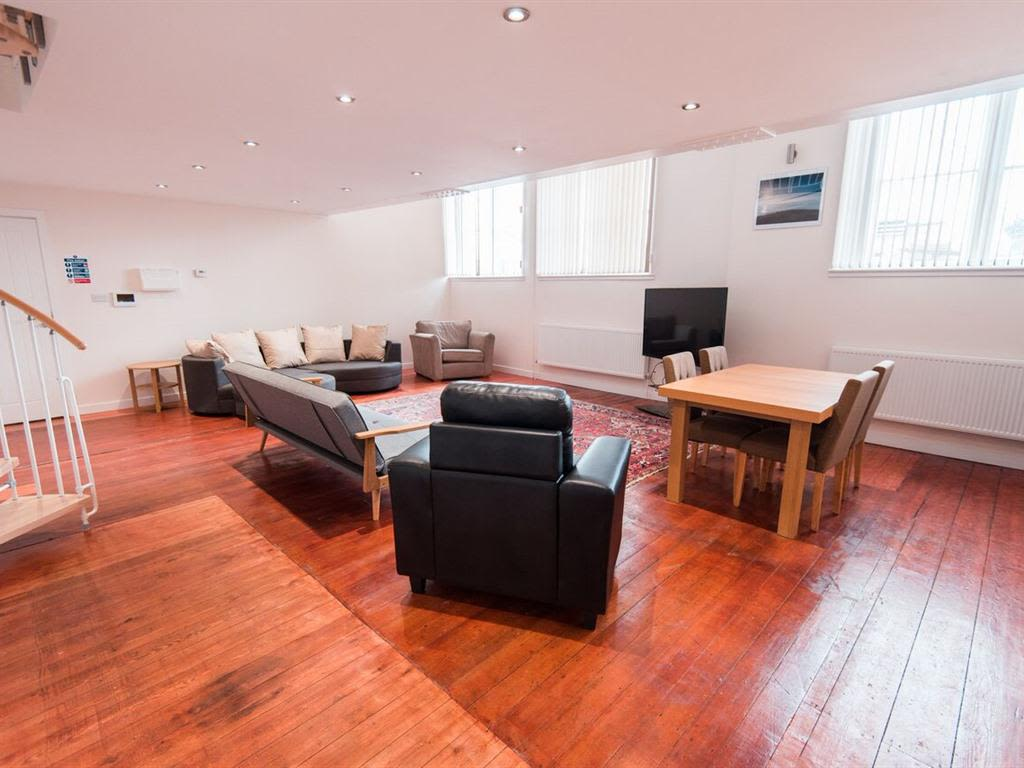 image 1 furnished 3 bedroom Apartment for rent in Kingston upon Hull, East Riding