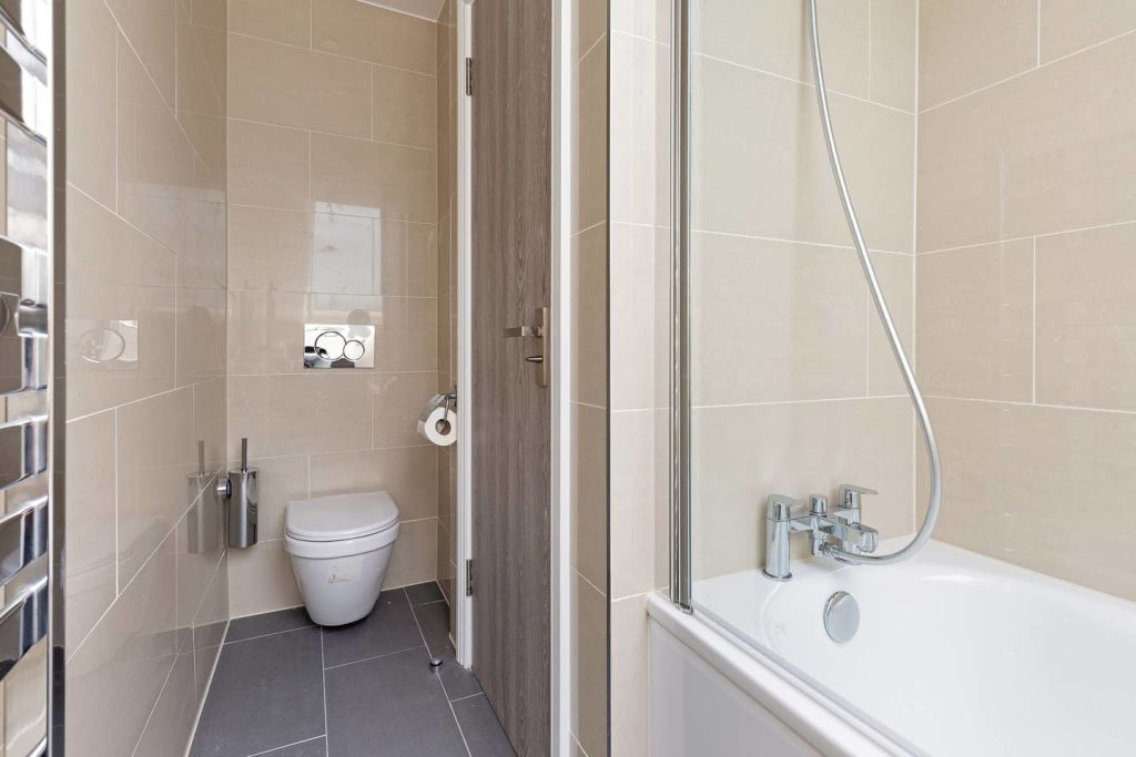 image 5 furnished 4 bedroom Apartment for rent in Fairfield, Croydon