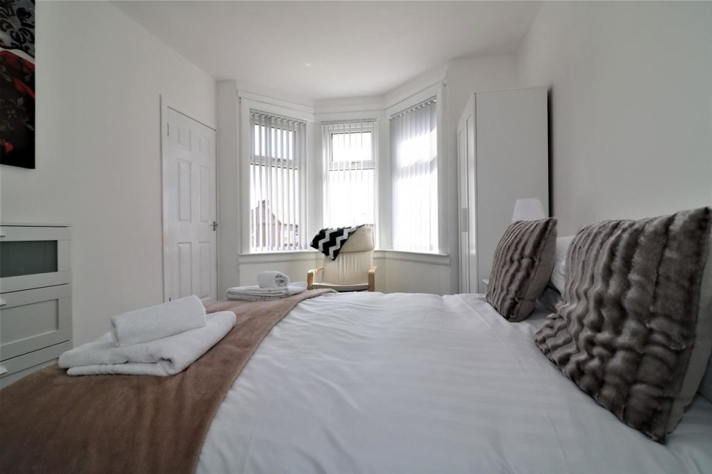 image 1 furnished 3 bedroom Apartment for rent in Glasgow, Scotland