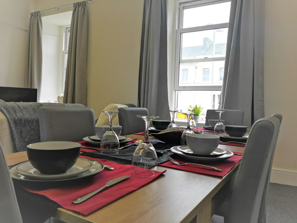 image 2 furnished 3 bedroom Apartment for rent in Compton, Wolverhampton