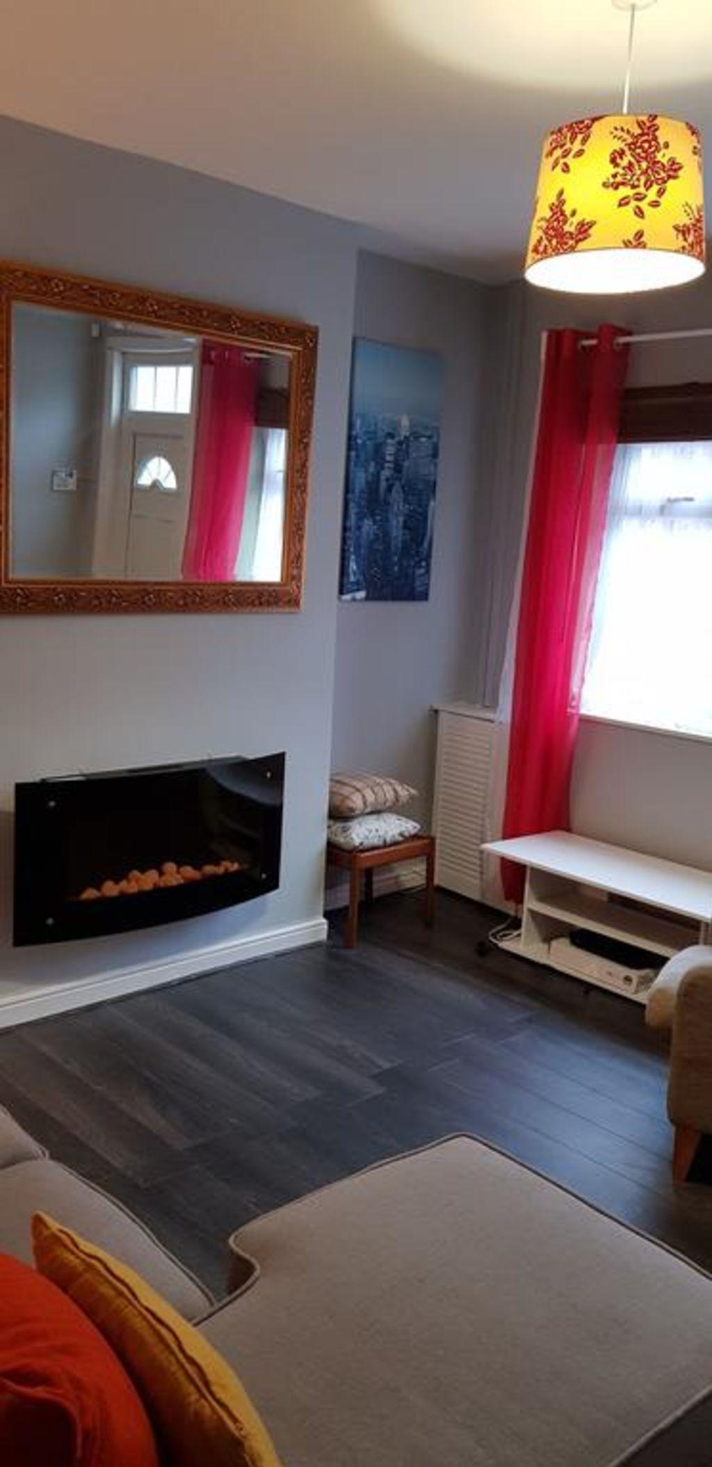 image 1 furnished 3 bedroom Apartment for rent in Gedling, Nottinghamshire