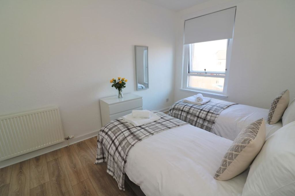 image 7 furnished 3 bedroom Apartment for rent in Glasgow, Scotland