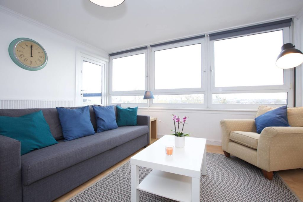 image 1 furnished 3 bedroom Apartment for rent in Newington, Southwark