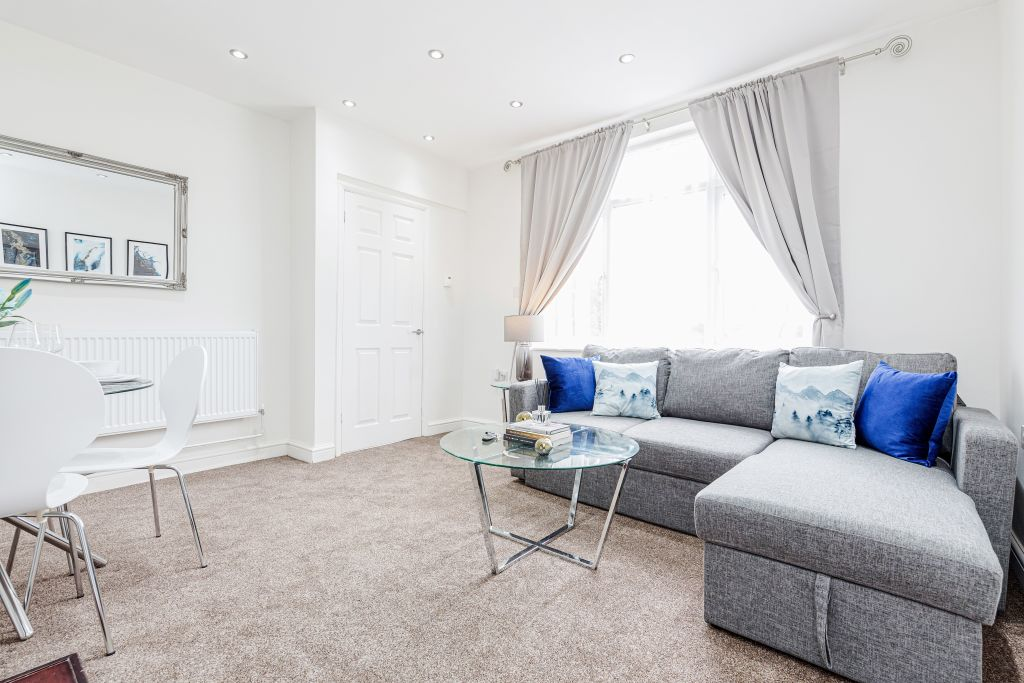 image 1 furnished 3 bedroom Apartment for rent in Thurrock, Essex
