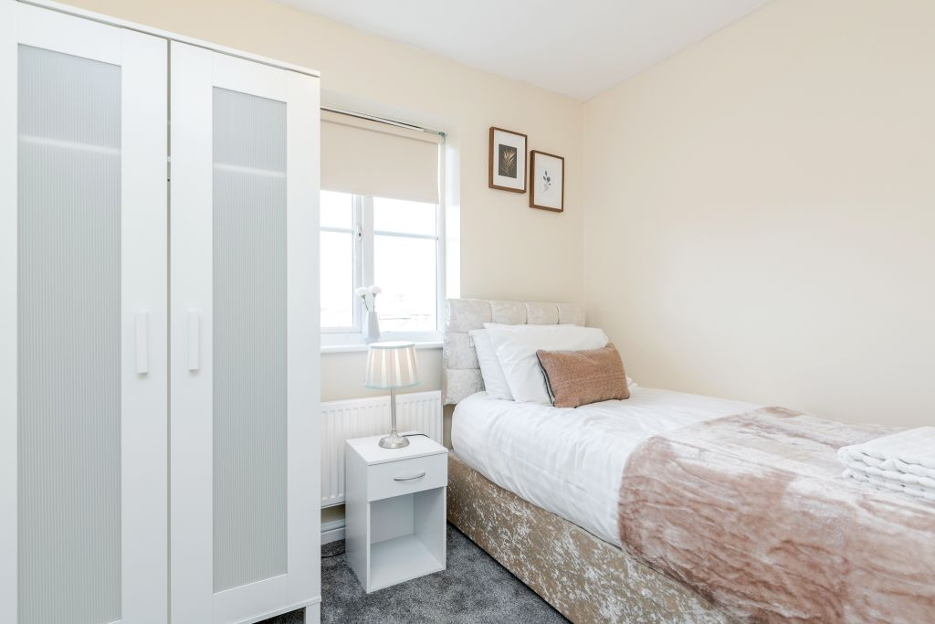 image 4 furnished 3 bedroom Apartment for rent in Thurrock, Essex