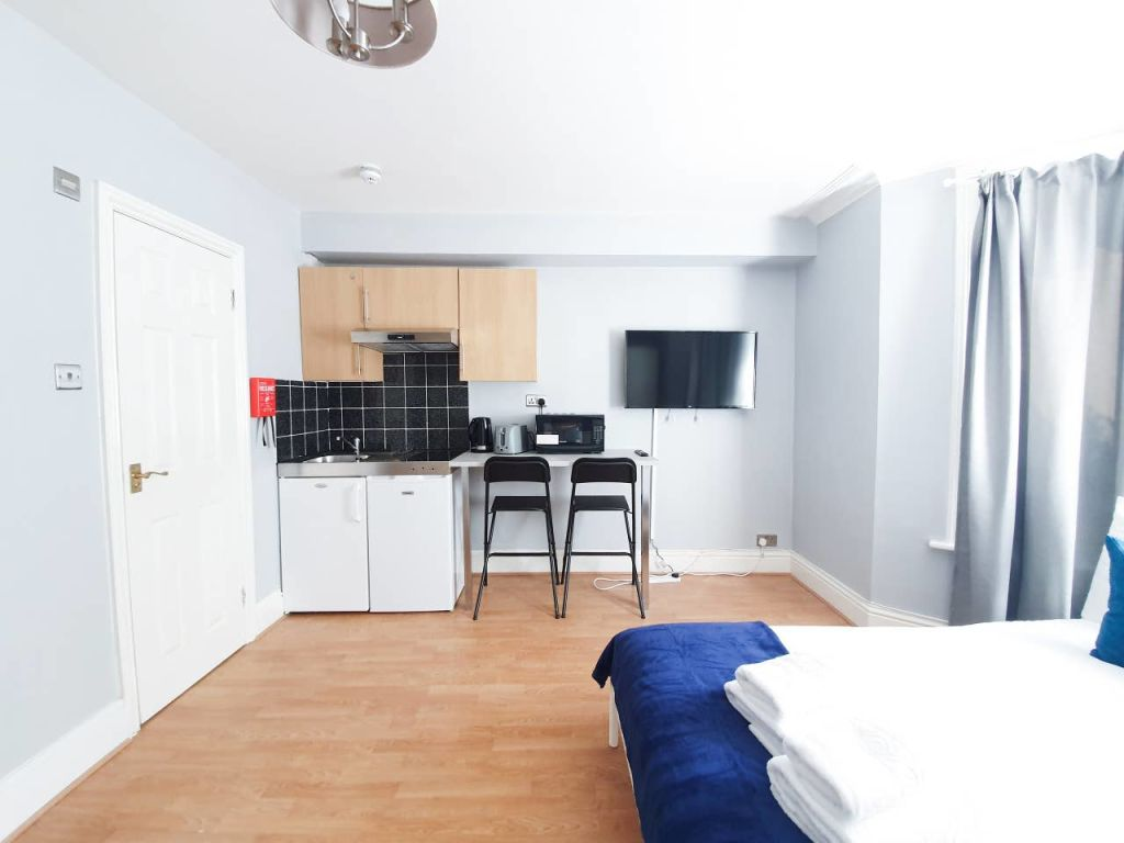 image 2 furnished 1 bedroom Apartment for rent in Ealing, Ealing