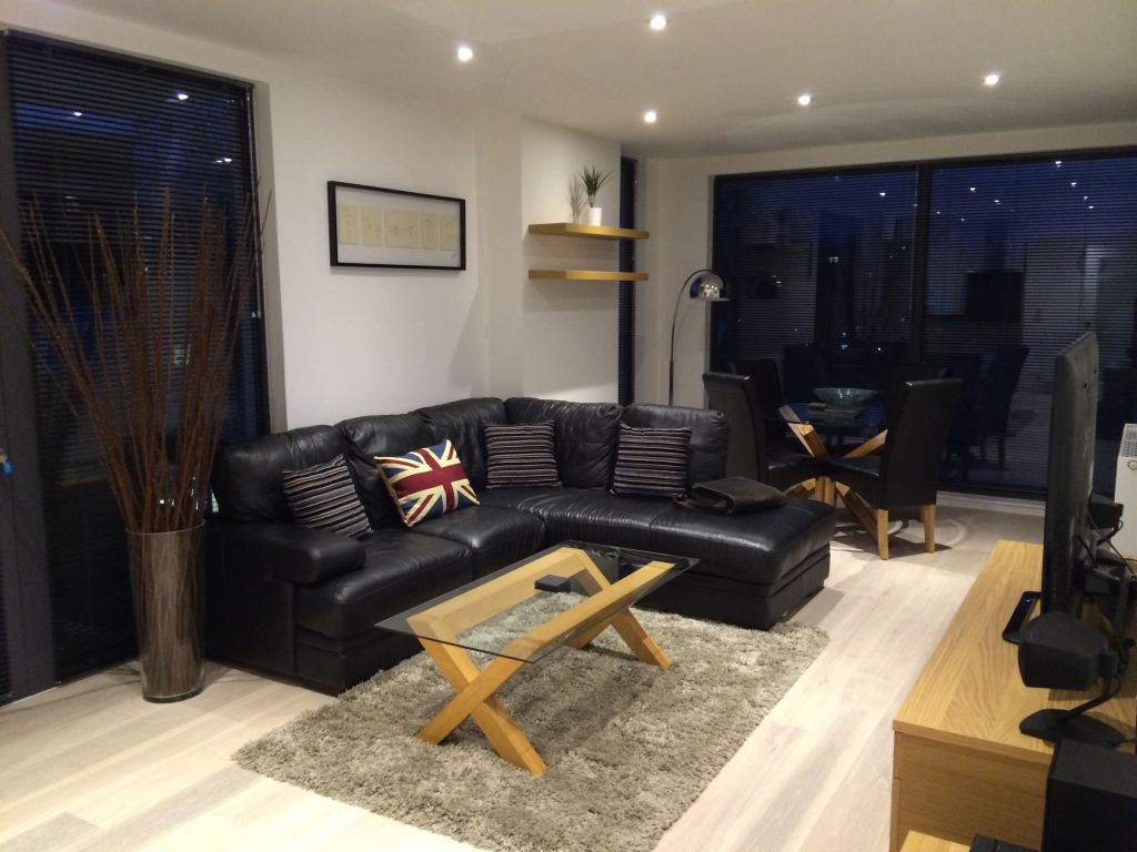 image 1 furnished 2 bedroom Apartment for rent in Hounslow, Hounslow