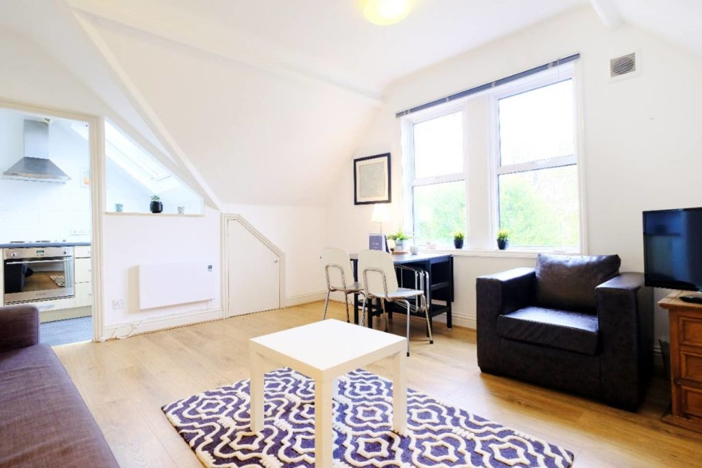 image 1 furnished 1 bedroom Apartment for rent in Hanger Hill, Ealing