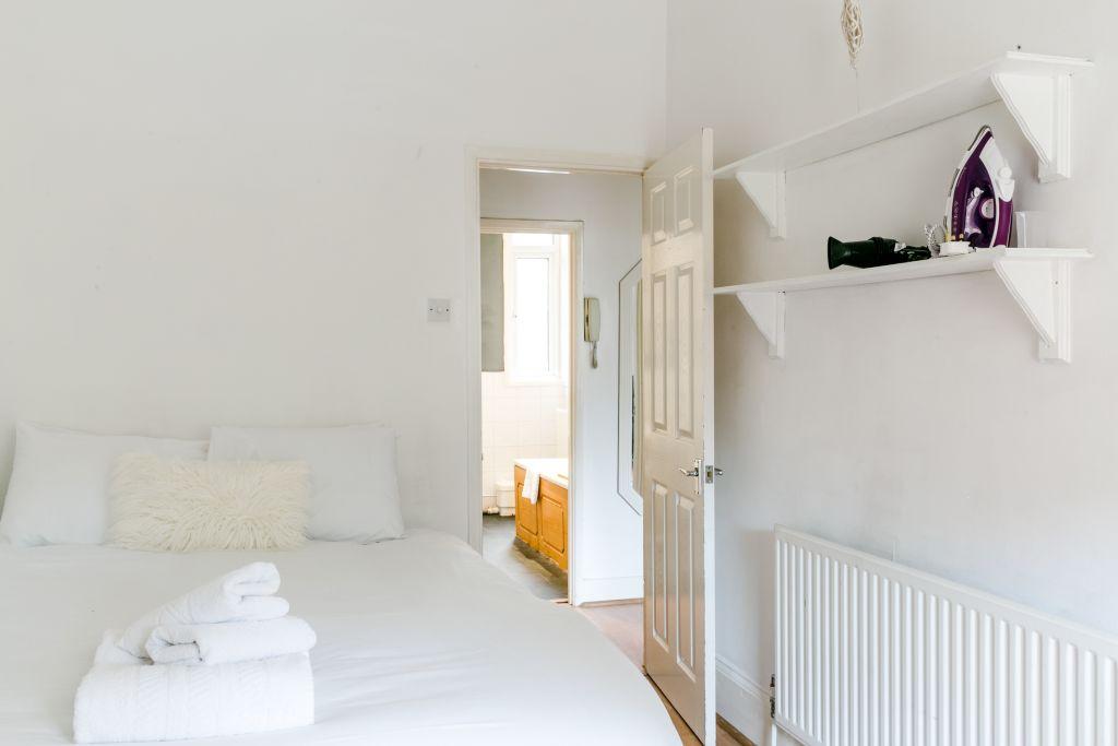 image 2 furnished 1 bedroom Apartment for rent in Stoke Newington, Hackney