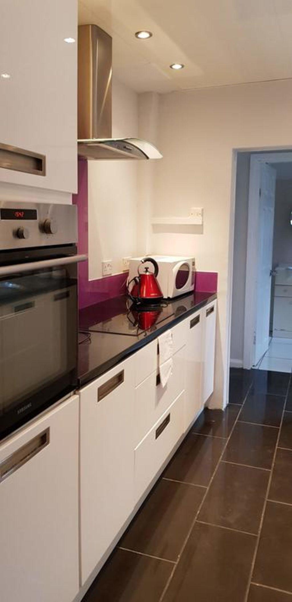 image 3 furnished 3 bedroom Apartment for rent in Gedling, Nottinghamshire
