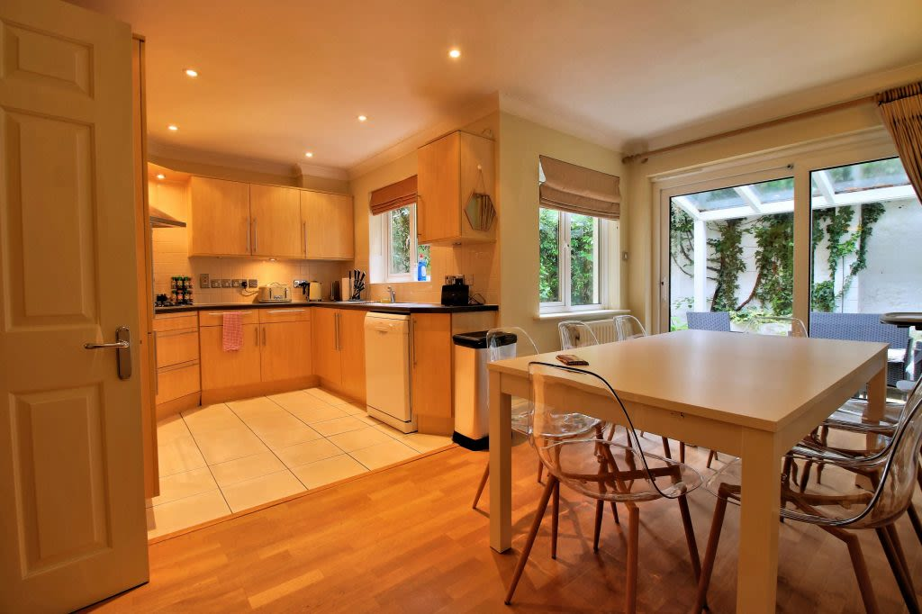 image 1 furnished 4 bedroom Apartment for rent in Oxford, Oxfordshire