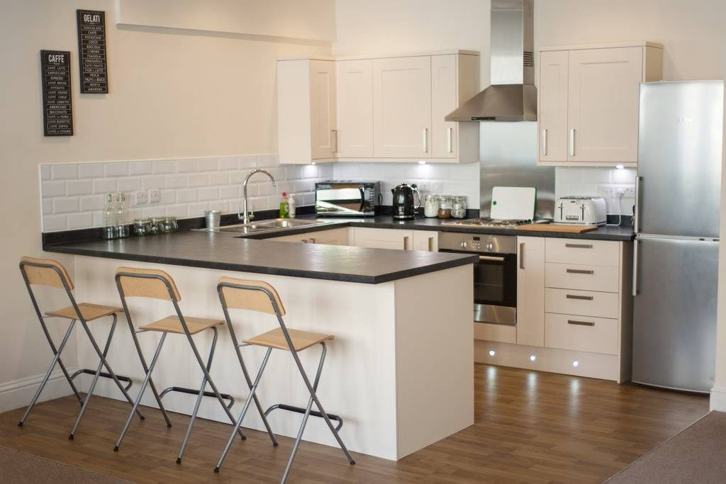 image 2 furnished 3 bedroom Apartment for rent in Clifton East, Bristol