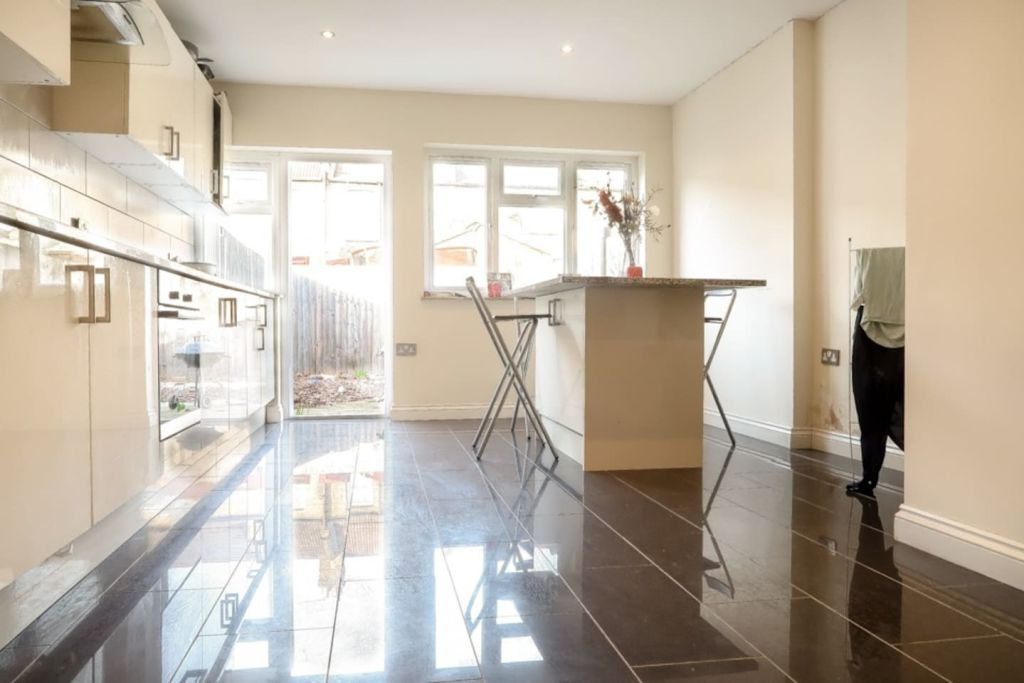image 5 furnished 1 bedroom Apartment for rent in Plaistow, Newham