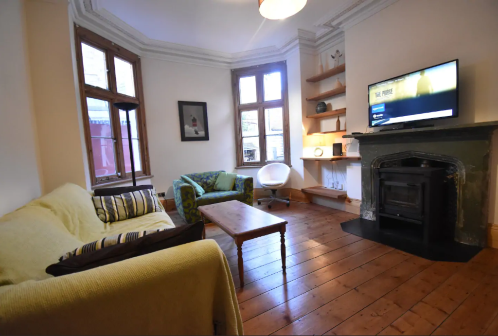 image 2 furnished 5 bedroom Apartment for rent in Warwick, Warwickshire