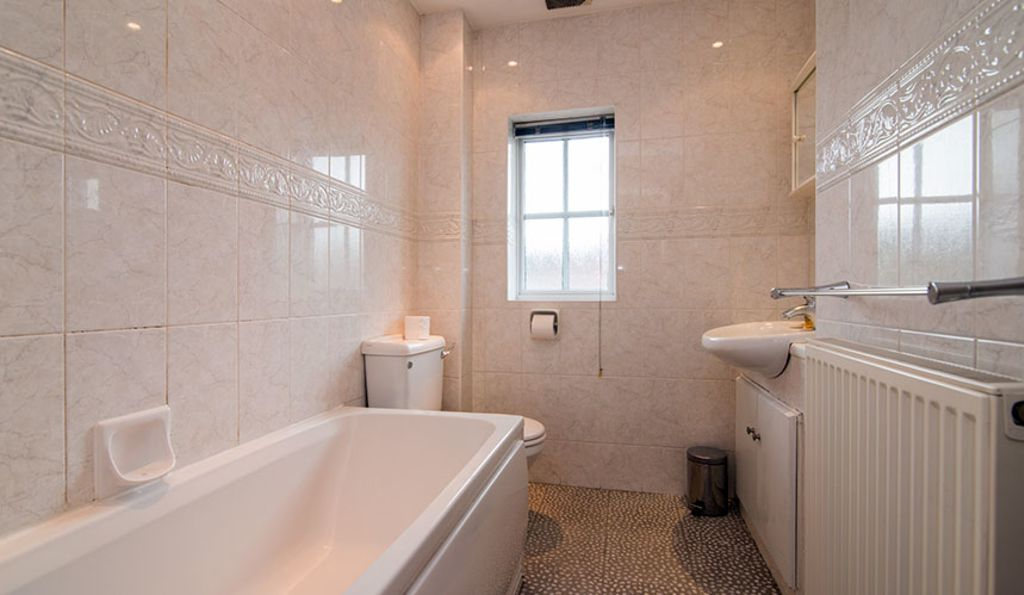 image 7 furnished 2 bedroom Apartment for rent in Wythenshawe, Manchester