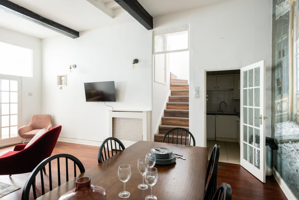 image 2 furnished 5 bedroom Apartment for rent in Earls Court, Kensington Chelsea