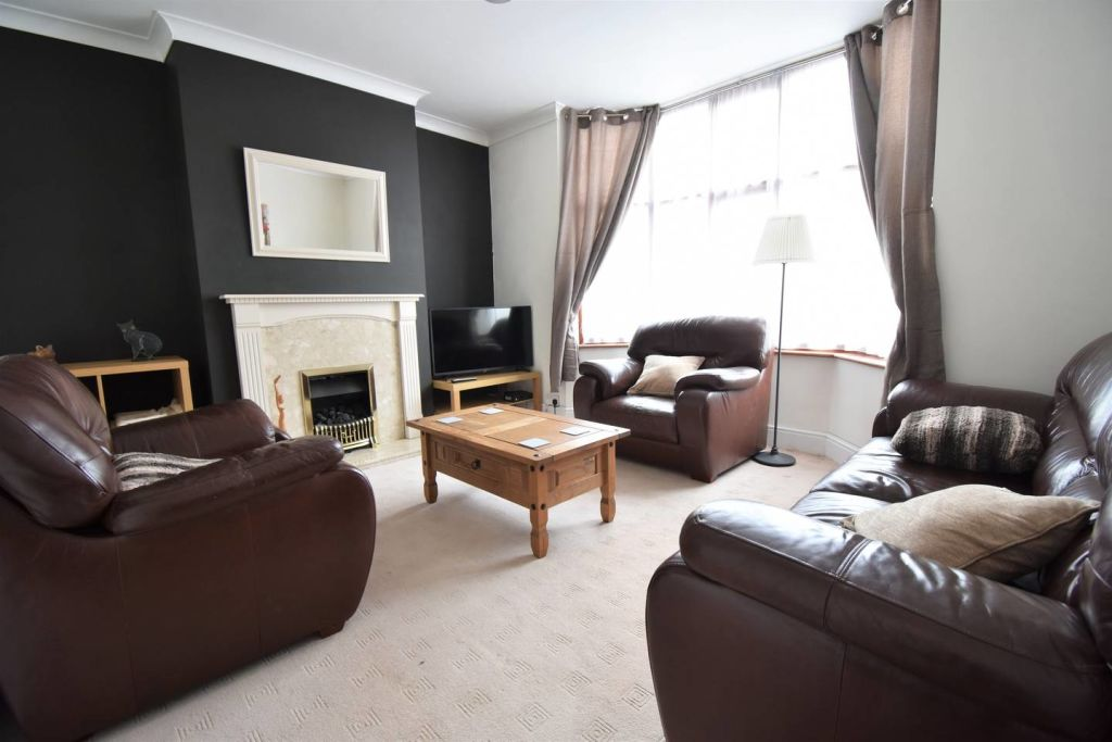 image 1 furnished 3 bedroom Apartment for rent in Radford, Coventry