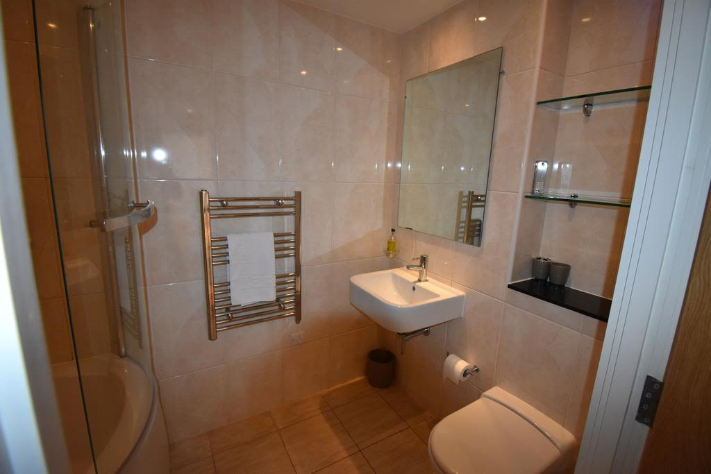 image 3 furnished 2 bedroom Apartment for rent in Slough, Berkshire