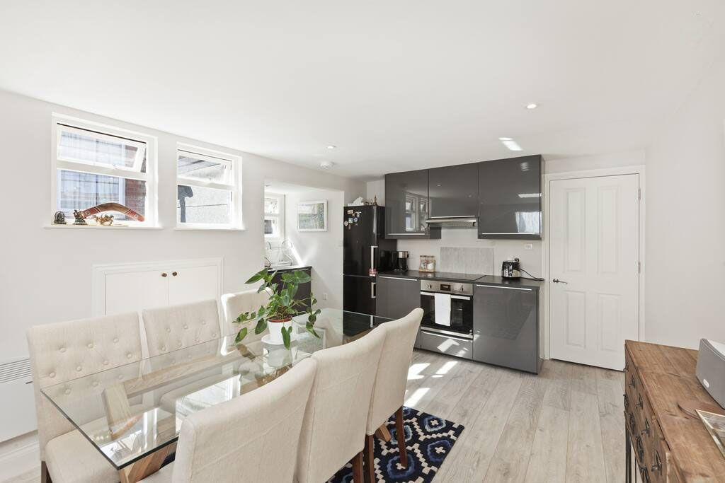 image 6 furnished 1 bedroom Apartment for rent in Shepherds Bush, Hammersmith Fulham