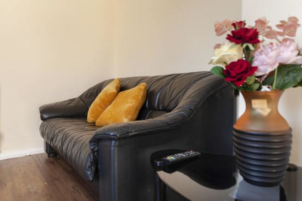 image 2 furnished 3 bedroom Apartment for rent in Charnwood, Leicestershire