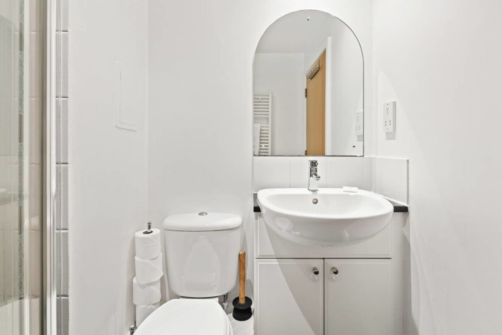 image 10 furnished 2 bedroom Apartment for rent in Cubitt Town, Tower Hamlets