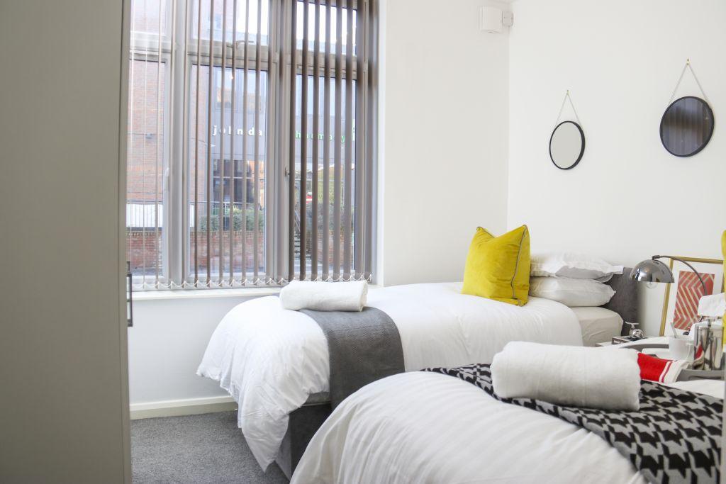 image 5 furnished 3 bedroom Apartment for rent in Watford, Hertfordshire