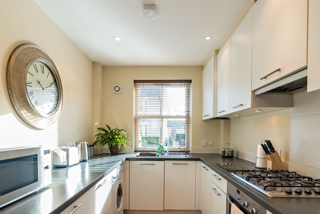 image 3 furnished 4 bedroom Apartment for rent in South Wimbledon, Merton