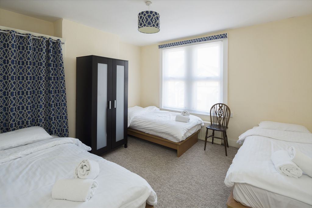 image 9 furnished 3 bedroom Apartment for rent in Medway, Kent