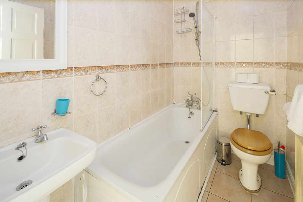 image 7 furnished 3 bedroom Apartment for rent in Medway, Kent