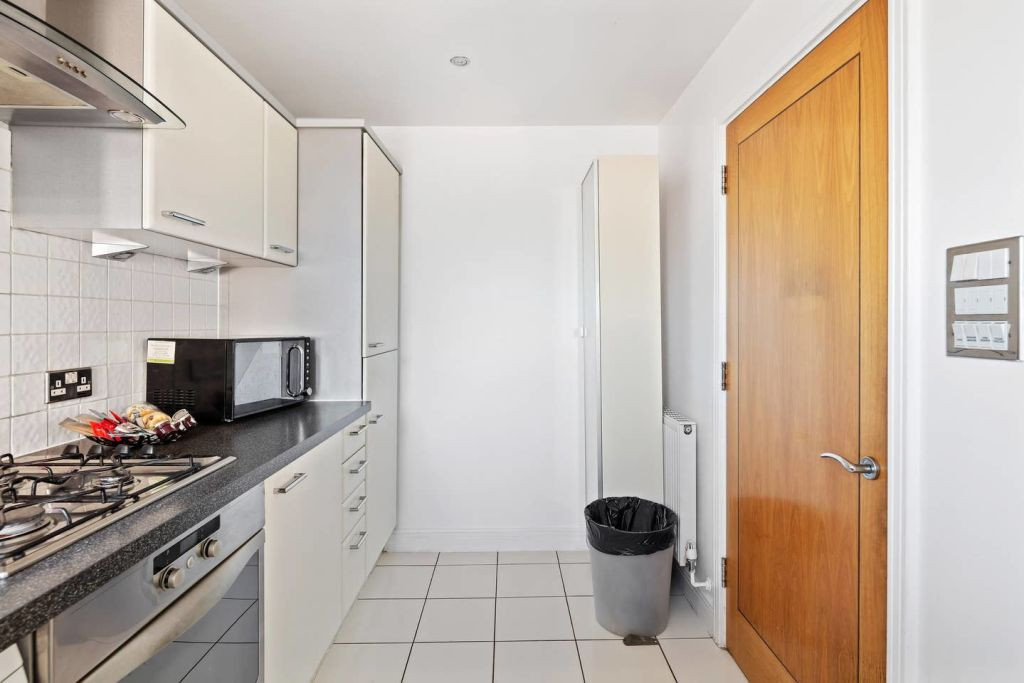 image 8 furnished 2 bedroom Apartment for rent in Cubitt Town, Tower Hamlets