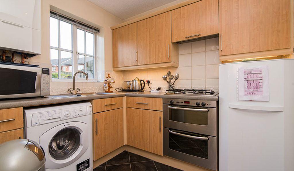 image 2 furnished 2 bedroom Apartment for rent in Wythenshawe, Manchester