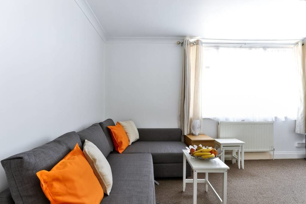 image 1 furnished 2 bedroom Apartment for rent in Edmonton, Enfield
