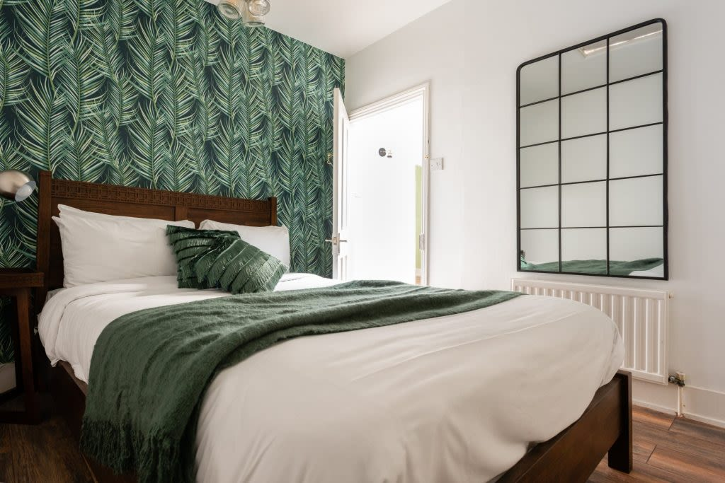 image 8 furnished 5 bedroom Apartment for rent in Earls Court, Kensington Chelsea