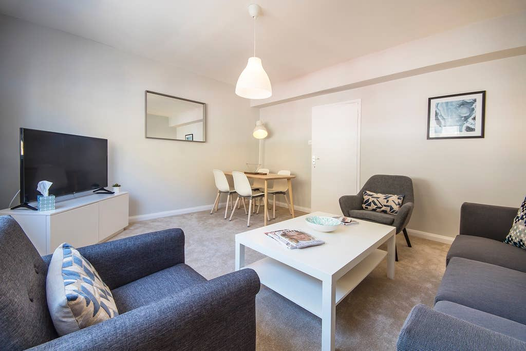 image 2 furnished 2 bedroom Apartment for rent in Earls Court, Kensington Chelsea