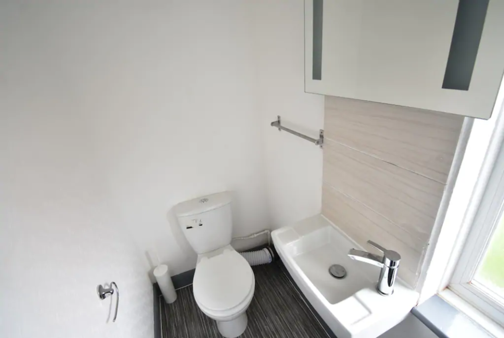 image 8 furnished 4 bedroom Apartment for rent in Foleshill, Coventry