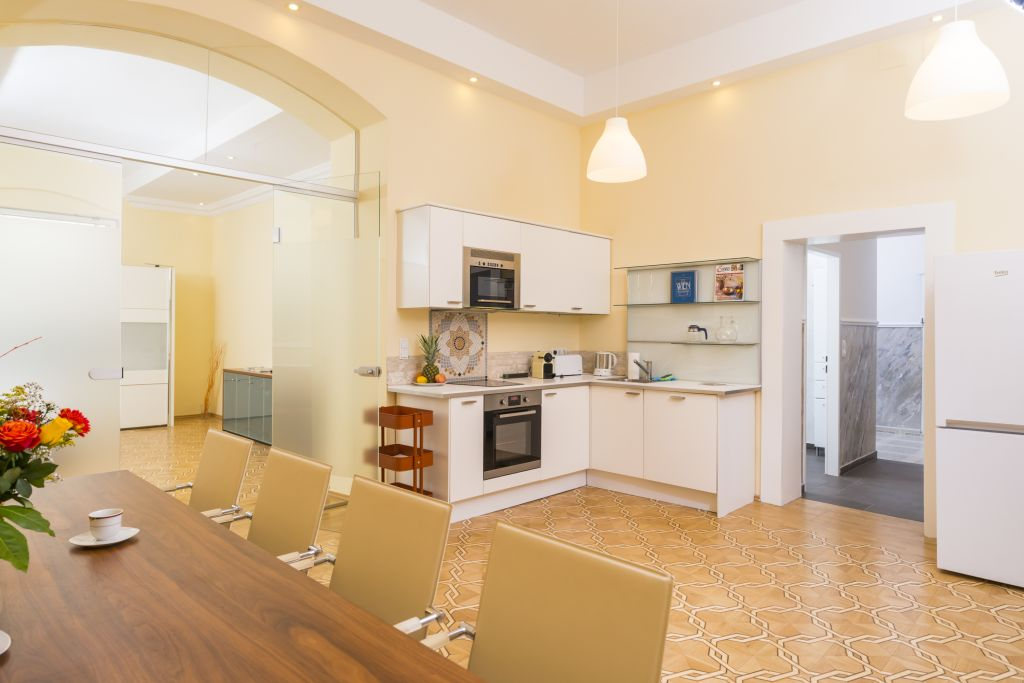 image 2 furnished 4 bedroom Apartment for rent in Innere Stadt, Vienna