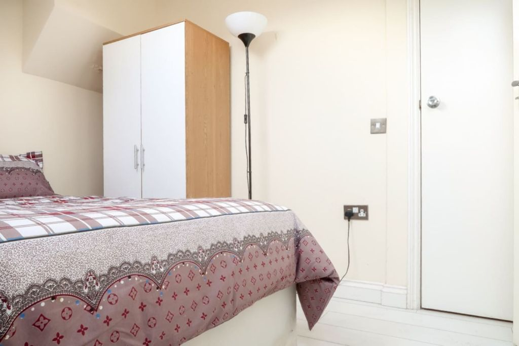 image 3 furnished 1 bedroom Apartment for rent in Plaistow, Newham