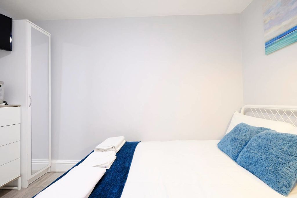 image 3 furnished 1 bedroom Apartment for rent in Acton, Ealing