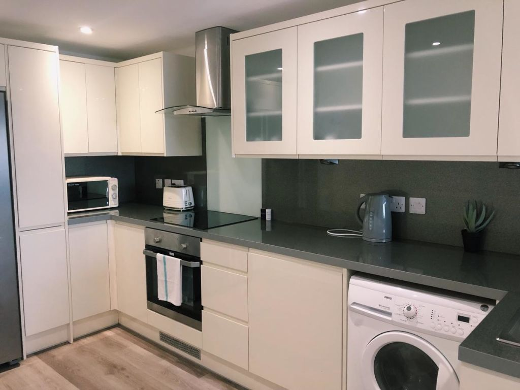 image 4 furnished 4 bedroom Apartment for rent in Kingston upon Hull, East Riding