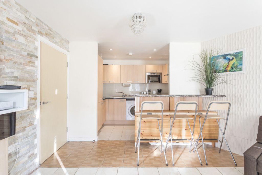 image 2 furnished 1 bedroom Apartment for rent in Colindale, Barnet