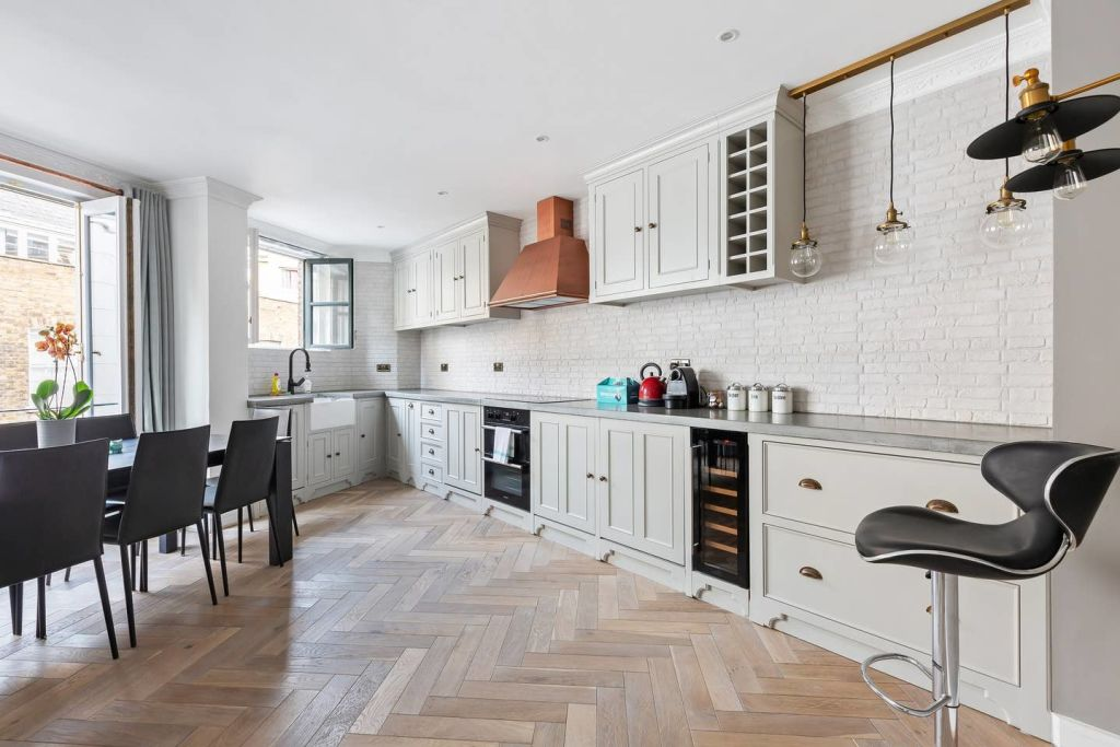 image 2 furnished 2 bedroom Apartment for rent in Spitalfields, Tower Hamlets