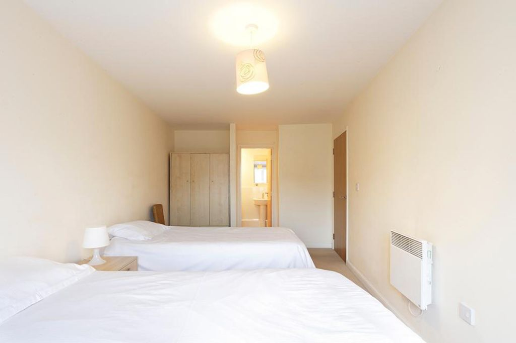 image 1 furnished 2 bedroom Apartment for rent in Dacorum, Hertfordshire