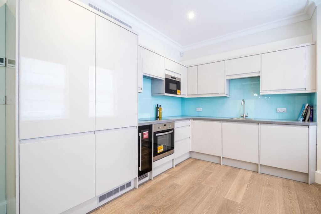 image 10 furnished 3 bedroom Apartment for rent in Belgravia, City of Westminster