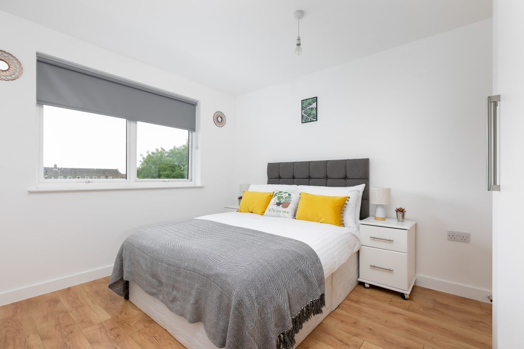 image 1 furnished 2 bedroom Apartment for rent in Enfield Town, Enfield