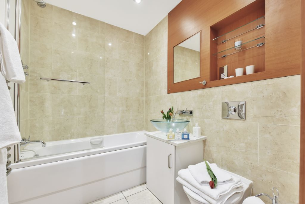 image 8 furnished 2 bedroom Apartment for rent in Limehouse, Tower Hamlets