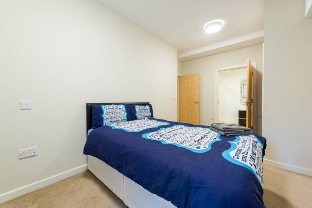 image 4 furnished 3 bedroom Apartment for rent in Stockwell, Lambeth