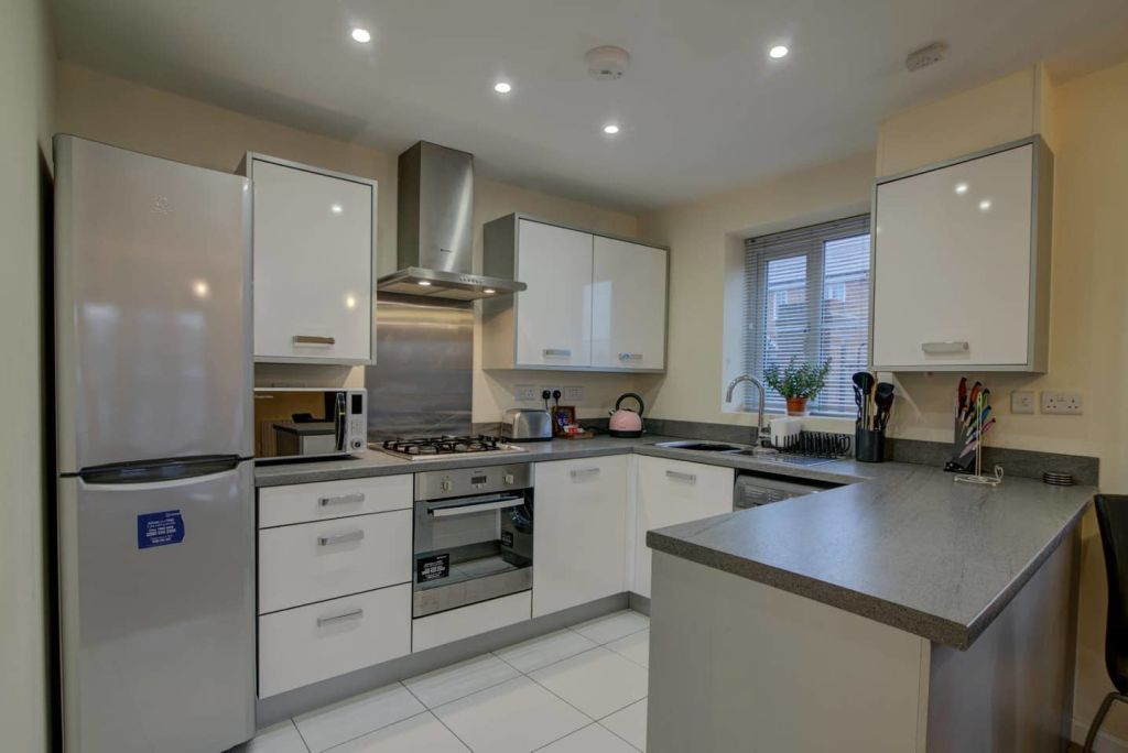 image 3 furnished 2 bedroom Apartment for rent in Moston, Manchester