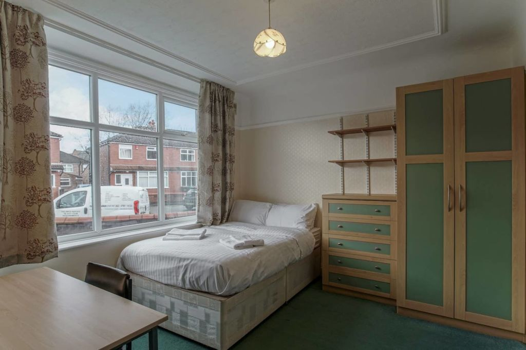 image 5 furnished 4 bedroom Apartment for rent in Moss Side, Manchester